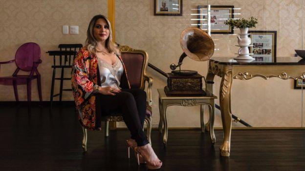 Jaqueline Alves em seu restaurante, na zona leste de São Paulo