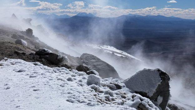 Fumarolas activas en el volcán Uturuncu