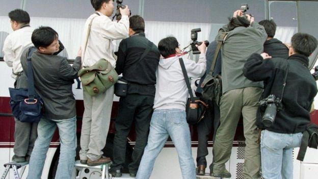 Báo chí Hàn Quốc luôn chú ý đến các nhóm đào thoát từ miền Bắc và được cho đến định cư ở Miền Nam
