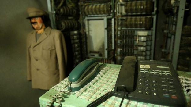 Uniforme y central telefónica