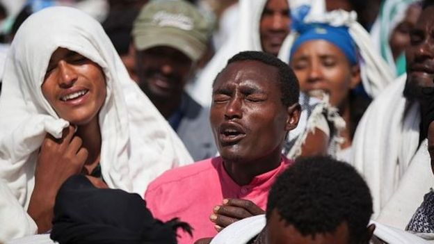 People mourn the death of Dinka Chala who was shot dead by the Ethiopian forces the day earlier