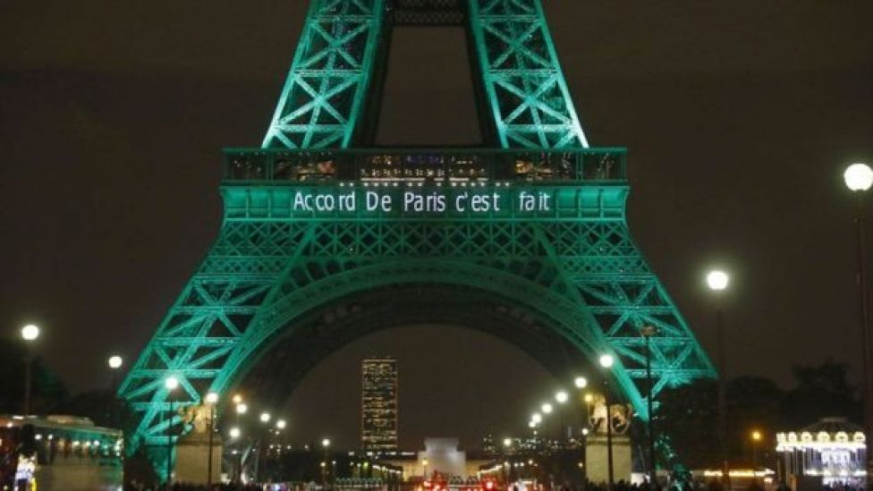 El acuerdo de París es anunciado en la Torre Eiffel