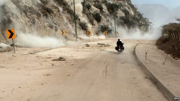 A motorcyclist rides along the Pan-American Highway in Oyacoto (12 August 2014)