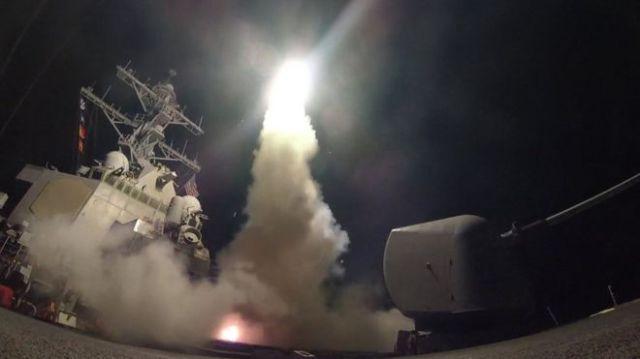 Imagem de lançamento de míssil m base aérea síria, em 2017