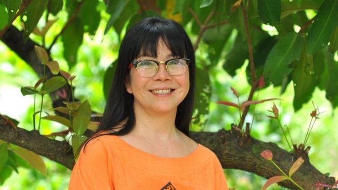 Ca sỹ Ánh Tuyết nói cô thường hoạt động từ thiện một mình do mất niềm tin vào các hội, tổ chức cứu trợ của chính quyền