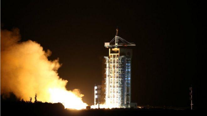 Cohete que contiene el primer satélite del mundo cuántico se puso en marcha en Jiuquan, provincia de Gansu, China 16 de agosto de 2016.