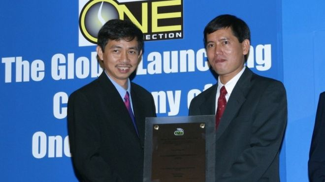 Ông Trần Huỳnh Duy Thức (trái)