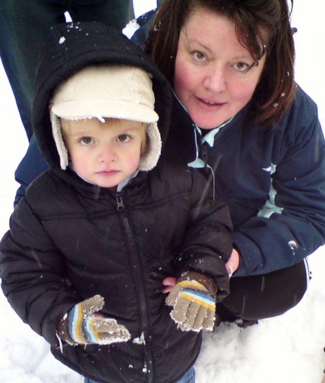Zach, con su madre Tracy.