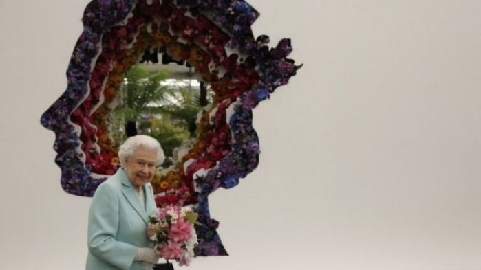 The Queen with a giant portrait created using flowers