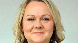 Консультант по вопросам трудоустройства Эмма О'Лири из ELAS Group говорит, что авиакомпаниям надо пересмотреть свою политику в отношении дресс-кода, иначе они рискуют быть погребенными исками