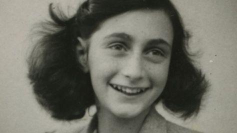 ナチス・ドイツから隠れていた間にユダヤ人少女アンネ・フランクさんが架空の友人にあてて書いた日記は、死後70年以上を経た今も読まれ続けている