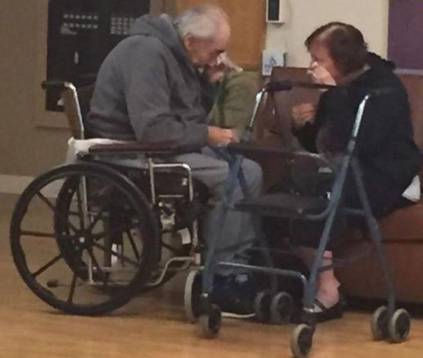 Wolfram y Anita Gottschalk llorando en uno de sus encuentros.