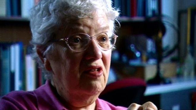 La astrónoma Vera Rubin en una entrevista con la BBC