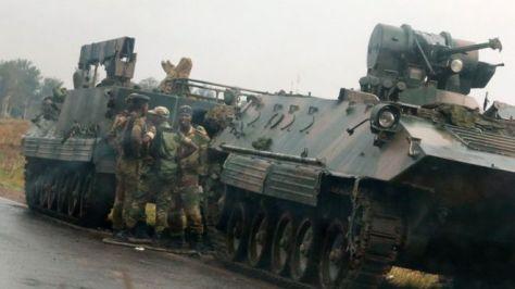 14日には、武装車両がハラレ近郊の道路で展開する様子が目撃された