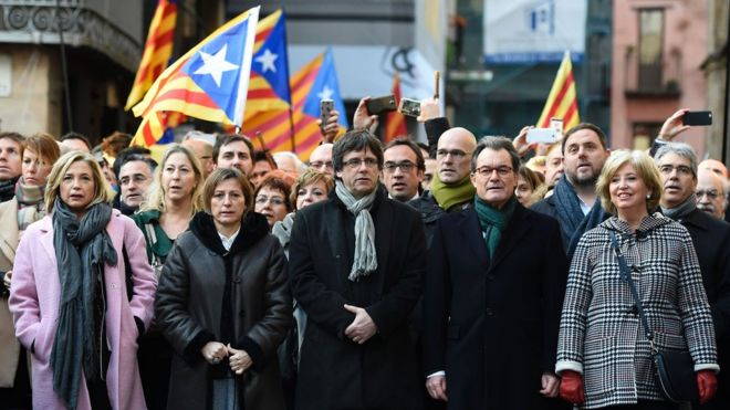 Former Catalan President Artur Mas (second right) appears at the TSJC (Superior Court of Catalonia) in Barcelona, 6 February 2017