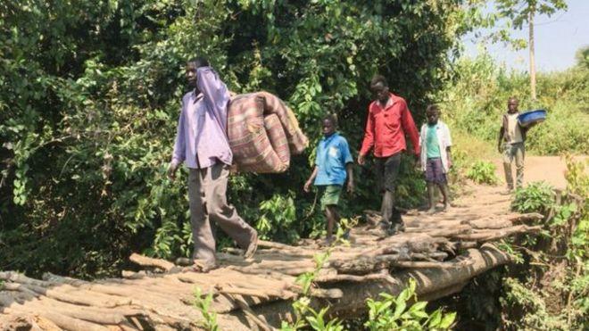 Pessoas fugindo do conflito do Sudão do Sul