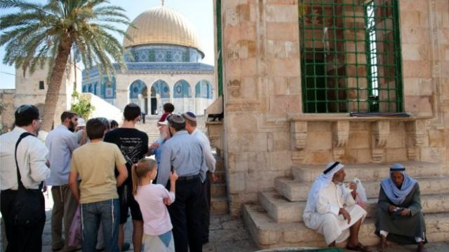 Jews and Arabs on the Temple Mount/Haram al-Sharif