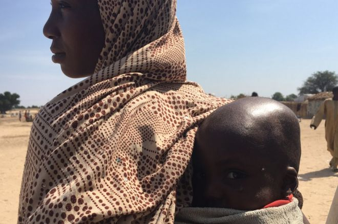 Kawu Ashe e seu filho Abdullahi no norte da Nigéria