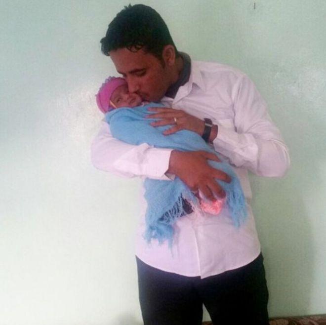 Ayman al-Ibbi e o filho, Ismail