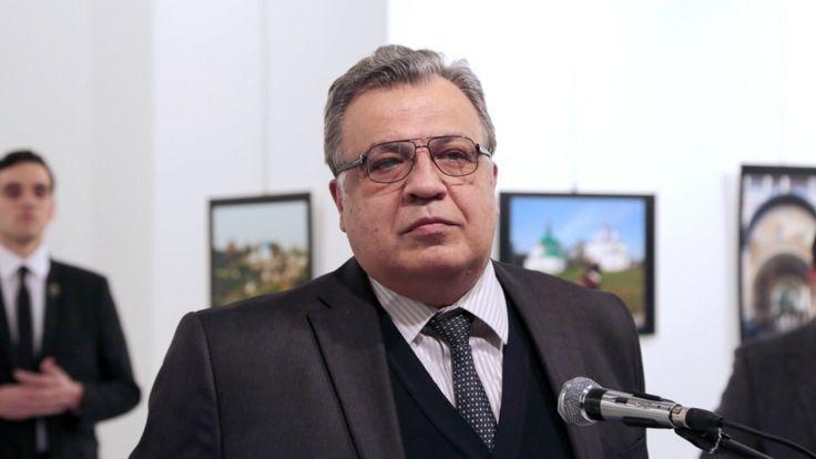 Andrey Karlov bắt đầu bài phát biểu với kẻ sát nhân đứng ngay sau ông