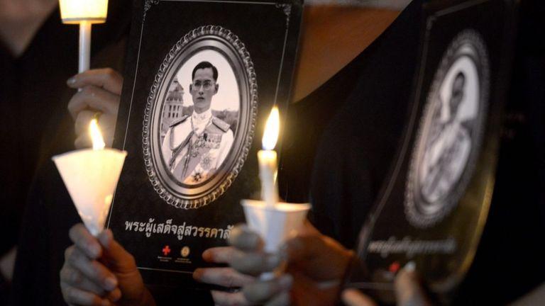 Lễ tưởng niệm Vua Thái 30/11/2016