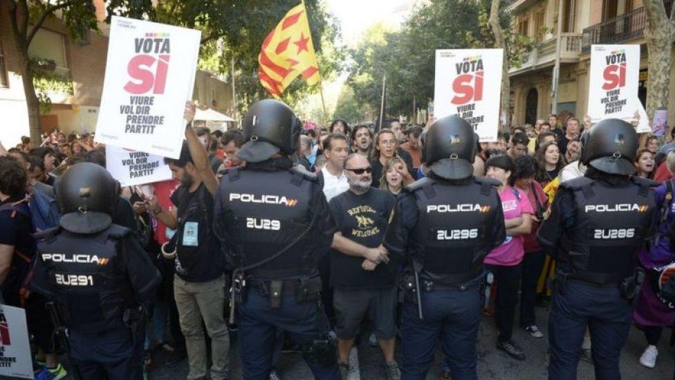 Mossos y manifestantes