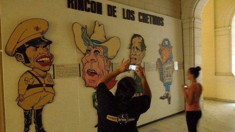 Lãnh đạo Mỹ bị chế giễu trong Bảo tàng Cách mạng