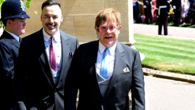 Elton John con su esposo David Furnish tras la decermonia en Windsor.