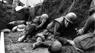 Lính Mỹ trú ẩn trong chiến hào hồi năm 1968