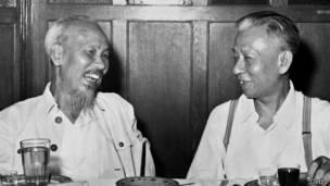 Chủ tịch Hồ Chí Minh và Chủ tịch Lưu Thiếu Kỳ năm 1959