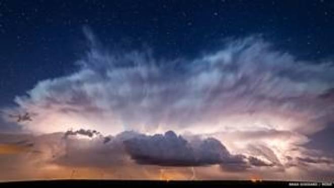 النجوم من وراء العاصفة، بعدسة براد غوداد، إلينوي - الولايات المتحدة الأمريكية