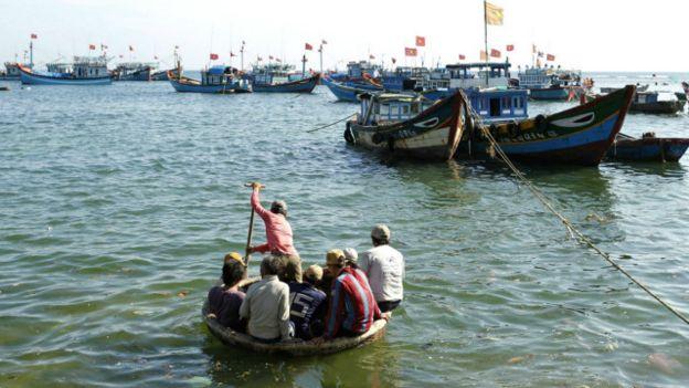 Thuyền bè của ngư dân đảo Lý Sơn