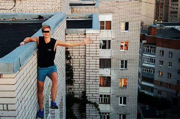 Hace unos día murió un joven ruso al tratar de fotografiarse desde las alturas de un edificio.
