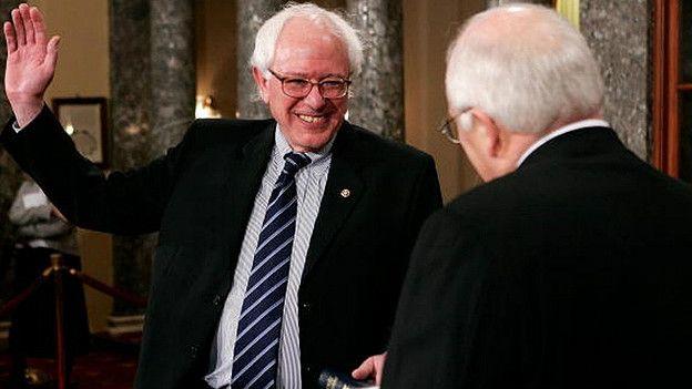 Sanders jura como senador por Vermont en 2007.