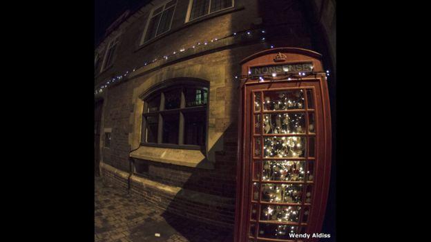 Caseta telefónica con luces