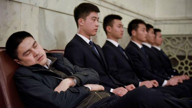 Una persona que se quedó dormida