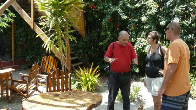 Diego San José y Lorena Rojo, dueños del Amalur, y Fausto Cardoso.