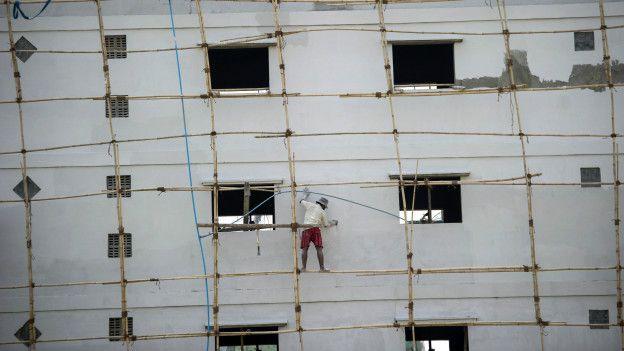 No es inusual ver andamios de madera o bambú en construcciones.