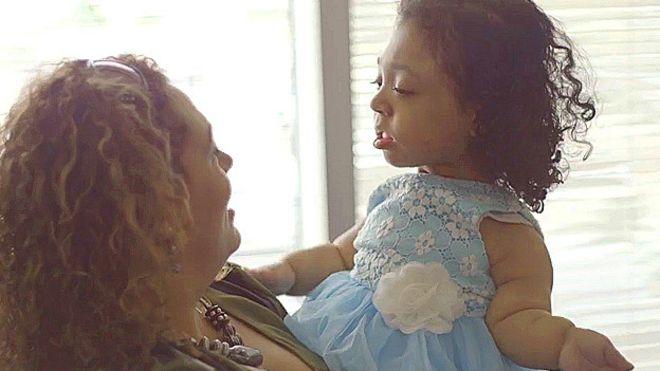 Janelly con su madre, Janet Amador