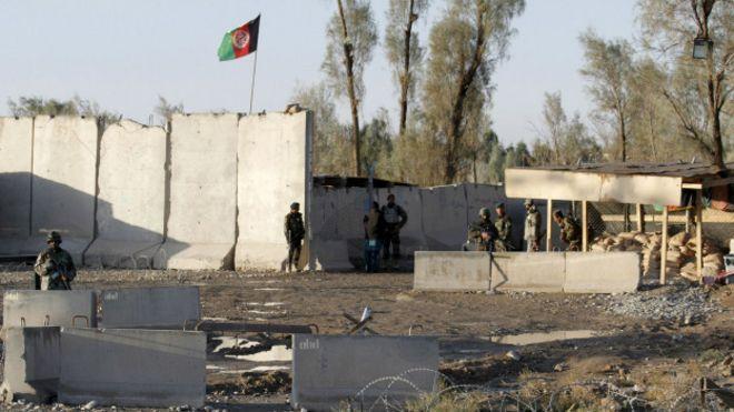 Fuerzas de seguridad en la entrada del aeropuerto de Kandahar