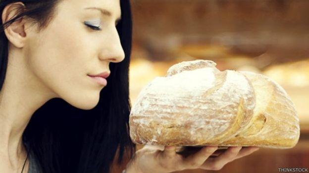 Oliendo pan recién horneado