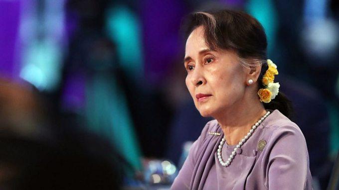 Aung San Suu Kyi: Myanmar democracy icon who fell from grace - BBC ...