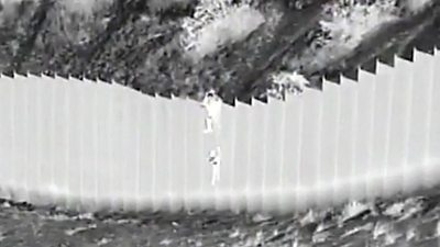 Children dropped over US border wall #world #BBC_News