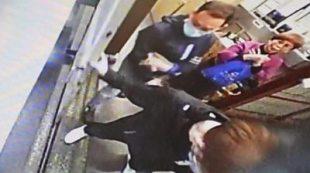 Masked men destroy printers at controversial Hong Kong newspaper #world #BBC_News