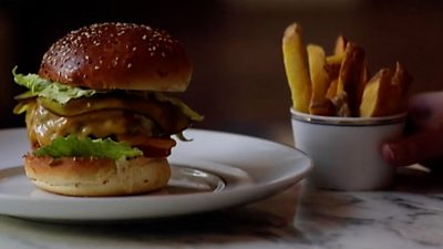 Covid: Michelin-starred Amsterdam restaurant's €20 takeaway burgers #world #BBC_News