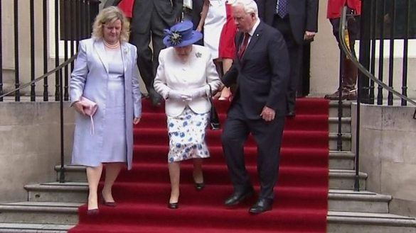 Regal rules  The dos and don ts for meeting the Queen   BBC News