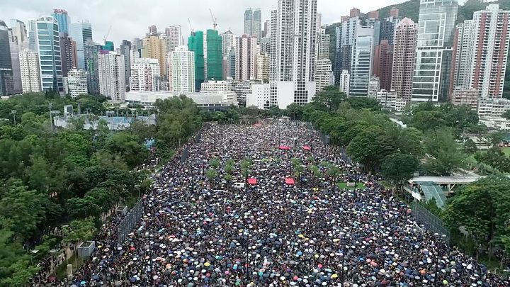 Hong Kong protests: Cathay Pacific staff speak of climate of fear 1
