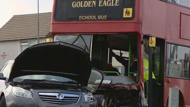 _85495563_bus_car.jpg