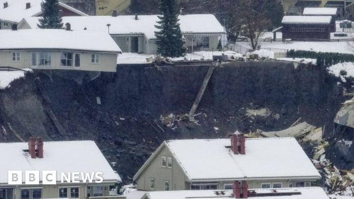 116303520 mediaitem116303519 नॉर्वे भूस्खलन: ओस्लो के पास गजेरडम गांव में दबे हुए मकान