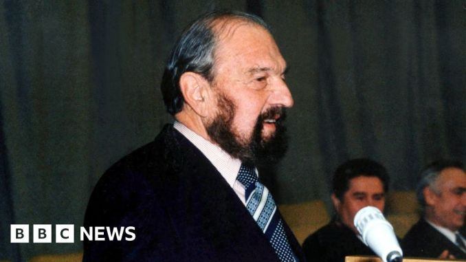 George Blake: Soviet Cold War spy and former MI6 officer dies in Russia